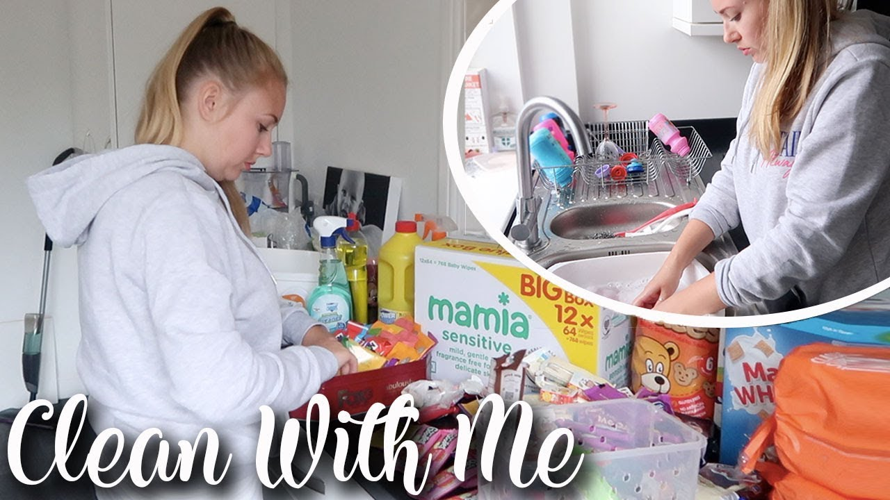 CLEAN WITH ME MRS HINCH STYLE - MASSIVE TIDY UP SPEED CLEAN KITCHEN AND DOWNSTAIRS - LOTTE ROACH